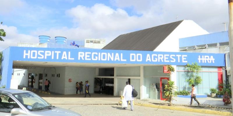 A assessoria de comunicação do SOS Rim Caruaru explica que o Estado devequase seismeses de pagamento dos serviços prestados