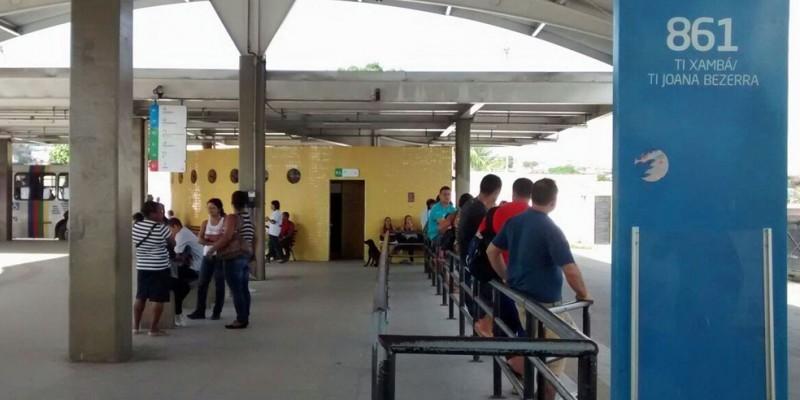 A ação aconteceu ao mesmo tempo no Terminal Integrado da Joana Bezerra, área central do Recife e em mais oito integrações de ônibus