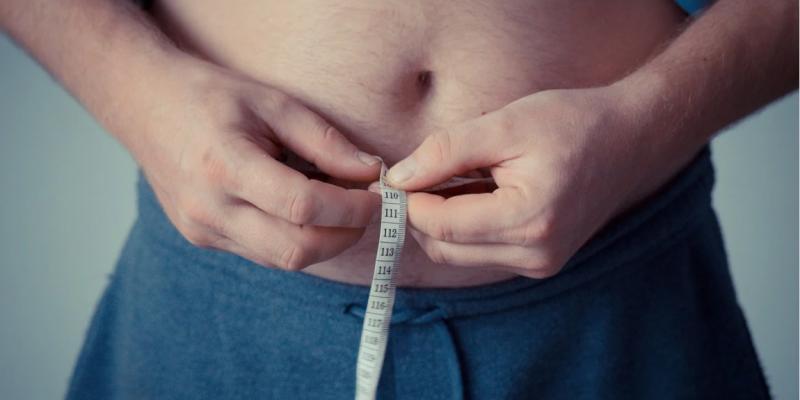 Diante da covid 19, a discussão sobre o impacto da obesidade na saúde das pessoas aumentou, pois o excesso de peso é um fator de risco para maior gravidade da doença causada pelo novo coronavírus