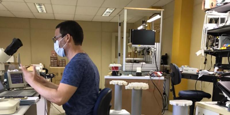 O robô Aurora utiliza radiação para desinfetar os ambientes e inteligência artificial para locomoção
