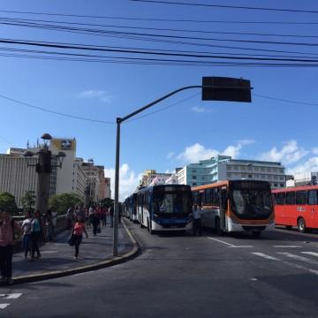 Rodoviários realizam protesto na manhã desta quarta-feira no centro do Recife
