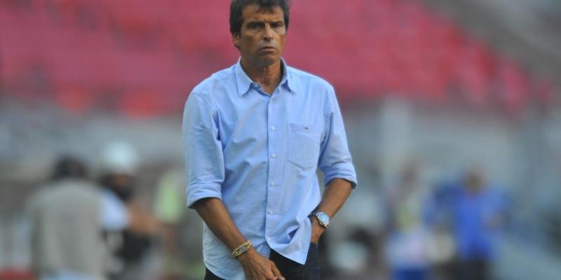 Time alvirrubro deve ao ex-técnico Milton Cruz, enquanto o rubro-negro tem dívida com chileno, Mark González