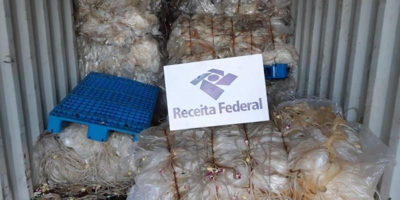 A carga foi detectada pelos fiscais que realizavam a análise de risco do material que chegou ao porto
