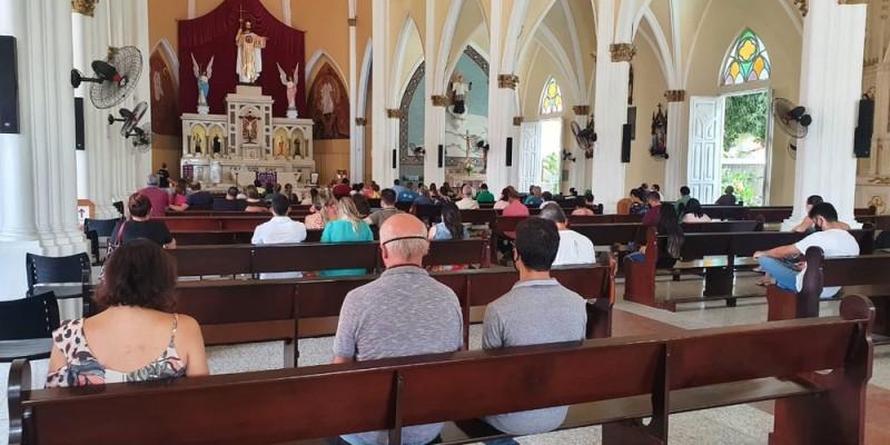 Após a intensificação das medidas restritivas para conter a covid-19, igrejas e demais templos religiosos não poderão ter celebrações presenciais nos finais de semana