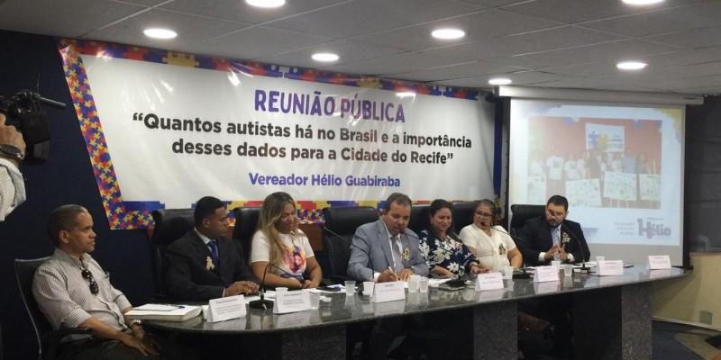 A reunião contou além de membros da sociedade civil com uma mesa debatedora composta por mães e pais de autistas e de um profissional autista para compartilhar as experiências vividas.