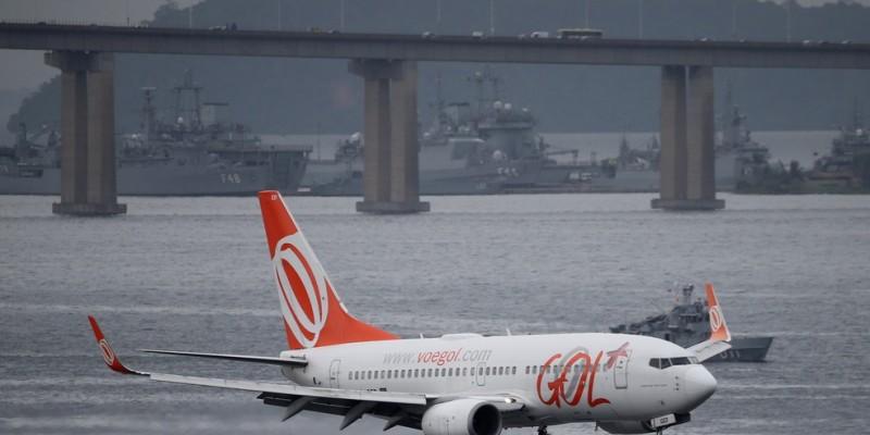 Companhia aérea seguiu sem fazer voos internacionais e transportou um total de 1,6 milhão de passageiros no mês passado.