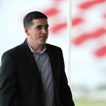 Santa vive a expectativa de anunciar treinador até final do mês