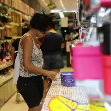 Consumo das famílias apresenta a quinta queda consecutiva
