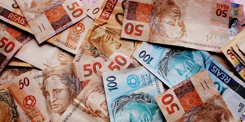 Apenas em junho, a Dívida Pública Federal subiu 2,24%, impulsionada pela forte emissão líquida. No mês passado, o Tesouro Nacional emitiu R$ 67,482 bilhões a mais do que resgatou (tirou de circulação).
