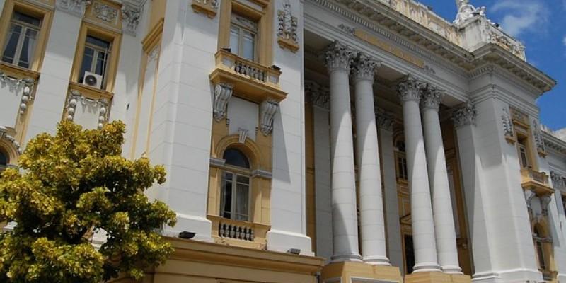 Com a mudança na lei, a despesa do tribunal com a remuneração de servidores saí dos 16 milhões previstos em 2019 para 31 milhões e 350 mil reais no próximo ano