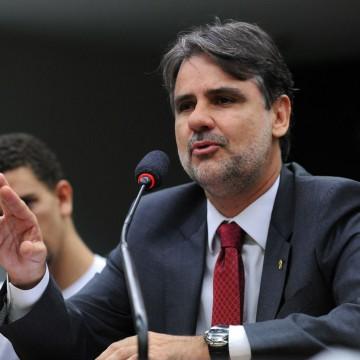 Deputado federal Raul Henry(MDB) afirma que a responsabilidade de compra e campanha de vacinação é do Governo Federal