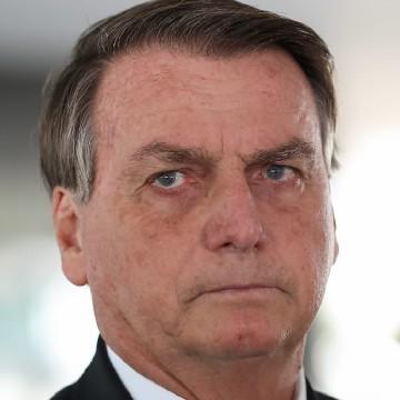 Bolsonaro continua internado e passará por baterias de exames