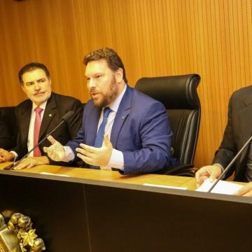 Presidente da Comissão de Meio Ambiente e Sustentabilidade da Alepe cobra explicações sobre o vazamento de óleo no litoral pernambucano