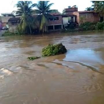 População de Tracunhaém se assusta com possibilidade de inundação pelo rio