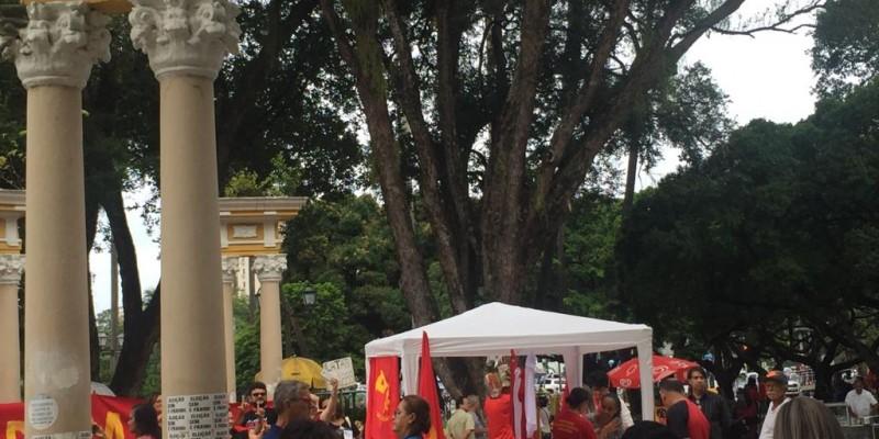 Atos em todas as cidades reuniram integrantes da sociedade civil, petroleiros, educadores e bancários. No Recife, o ato aconteceu na Praça do Derby, promovido pela central única dos trabalhadores de Pernambuco