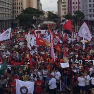Ato contra reforma da Previdência e pela educação reúne milhares de pessoas no Recife