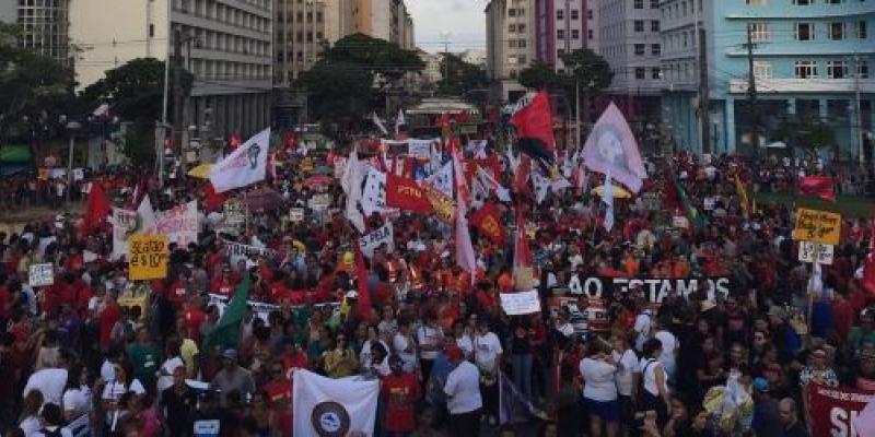 O líder do governo estadual, Isaltino Nascimento, esteve no protesto e disse confiar nos parlamentares de Brasília para que a reforma não passe