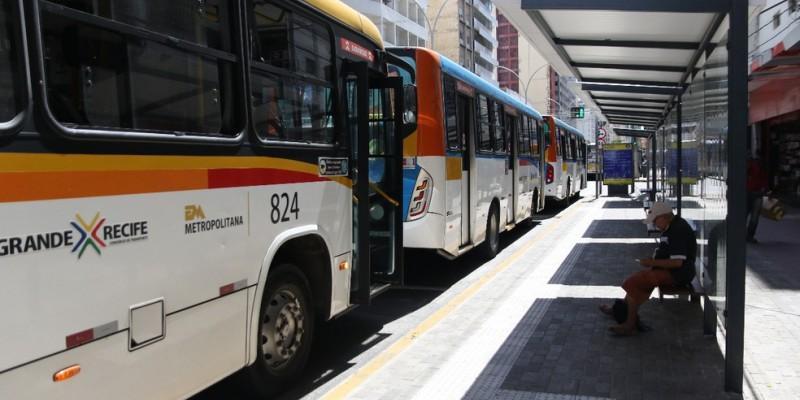 De acordo com o Governo de Pernambuco, o reforço na frota de ônibus tem o objetivo de evitar ou pelo menos reduzir as aglomerações nos horários de pico