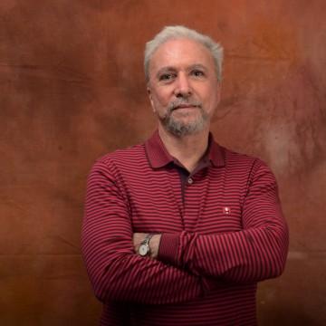 Entrevista |  João Cabral de Ponta a Ponta, por Antonio Carlos Secchin
