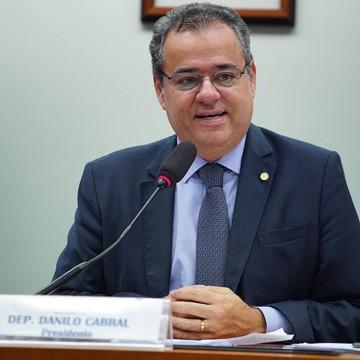 Danilo promove ato de protesto contra corte de verbas da área social