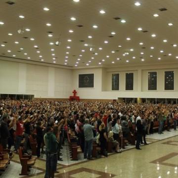 Igrejas evangélicas continuam realizando cultos e gerando aglomeração