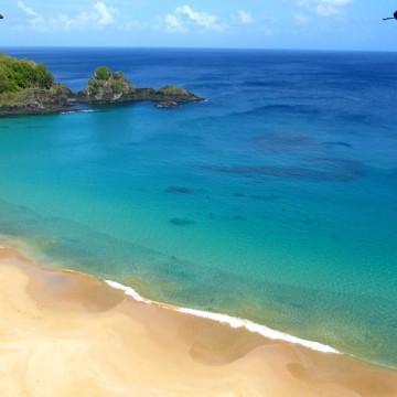 Praia do Sancho, em Fernando de Noronha, é eleita a terceira melhor do mundo