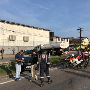 Caminhoneiro que invadiu pista contrária da BR-101 é preso em flagrante