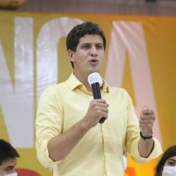 """""""Eu não faço de tudo por um voto, tenho respeito pelas pessoas"""", defende João Campos"""