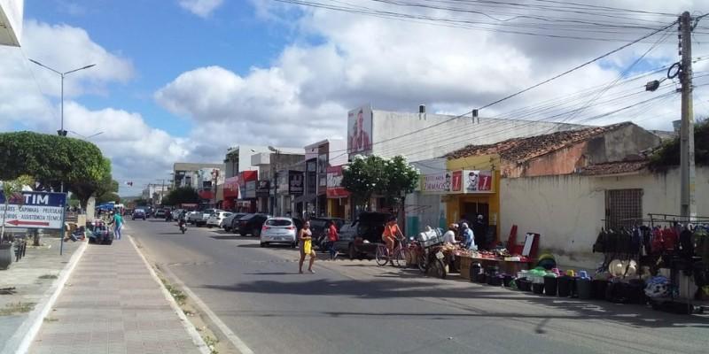 A decisão, tomada pelo governo do estado, visa conter o avanço da Covid-19 nos municípios de Araripina e Ouricuri