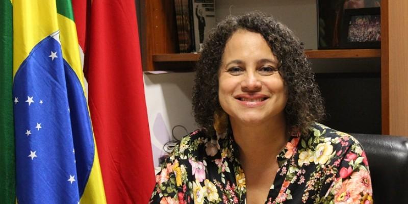 Paulo Câmara foi representado em reunião pela vice Luciana Santos