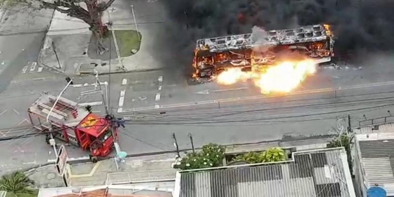 Em menos de 15 dias, três ônibus pegaram fogo nas ruas da Região Metropolitana.