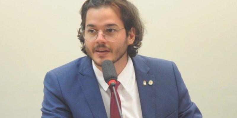 PL pretende realocar R$ 1,4 bilhão do Ministério da Educação para financiar obras de infraestrutura