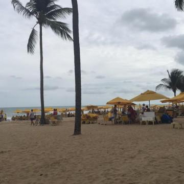 Mais de 200 mil pontas de cigarro e outros objetos são encontrados nas praias da RMR