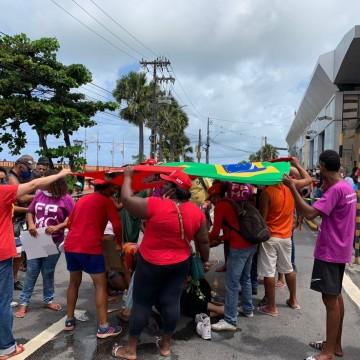 Polícia investiga atropelamento de advogada durante protesto no Recife