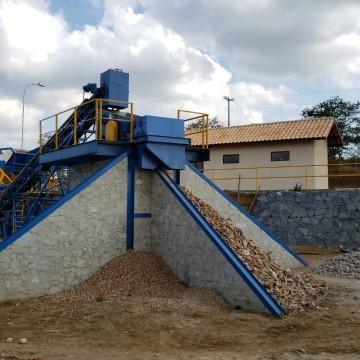 Resíduos da construção civil das obras públicas viram reciclagem em Caruaru