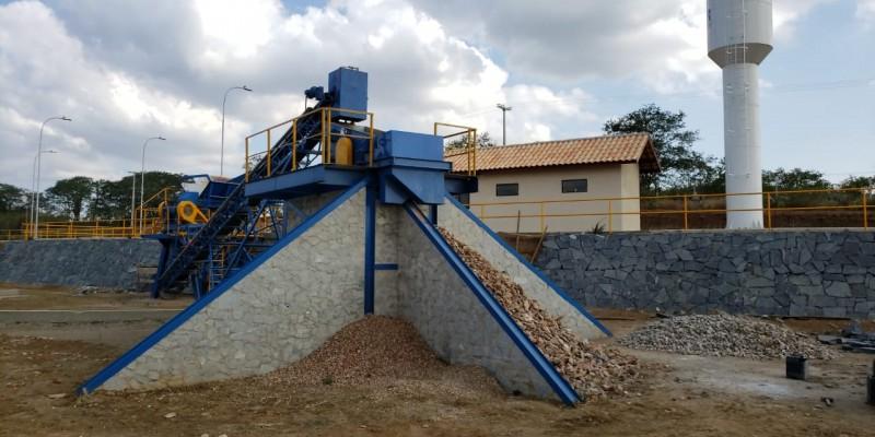 O município coleta cerca de duas mil toneladas de entulho para reciclagem