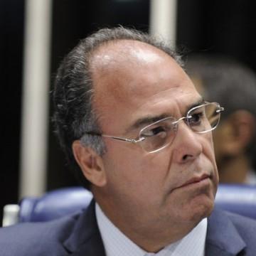 Senador Fernando Bezerra diz que colocou posto de líder do governo à disposição do Planalto