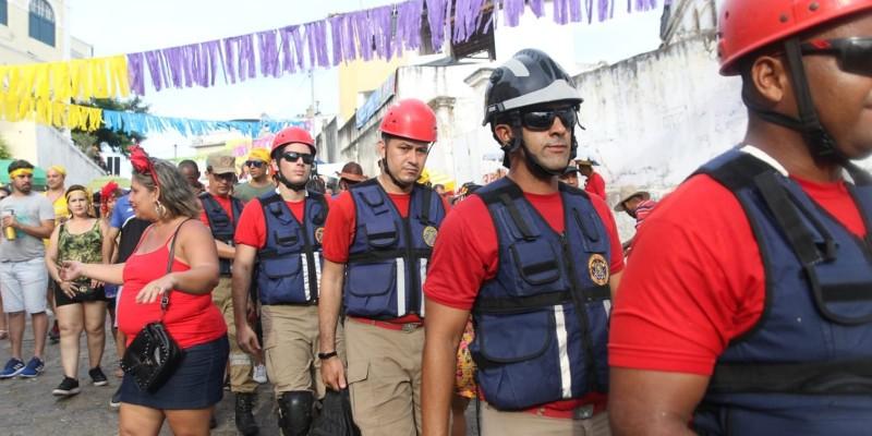 A solicitação deve ser realizada na página do Corpo de Bombeiros Militar de Pernambuco, na internet