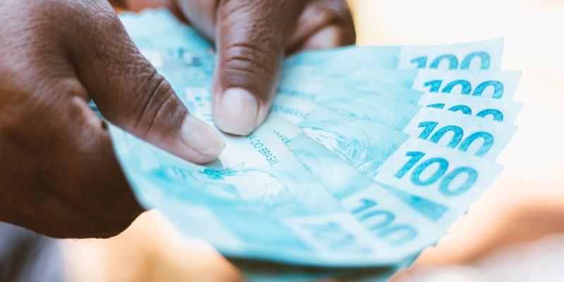 O Presidente estendeu o auxílio emergencial em mais duas parcelas de R$600