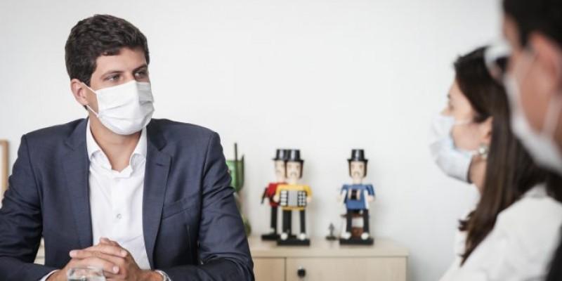 A equipe que trata da vacinação na capital já foi autorizada pelo prefeito a buscar laboratórios interessados em vender doses para o Recife.