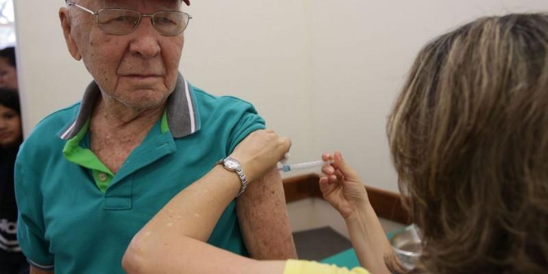 Cerca de 33 milhões de pessoas devem ser imunizadas nesta fase