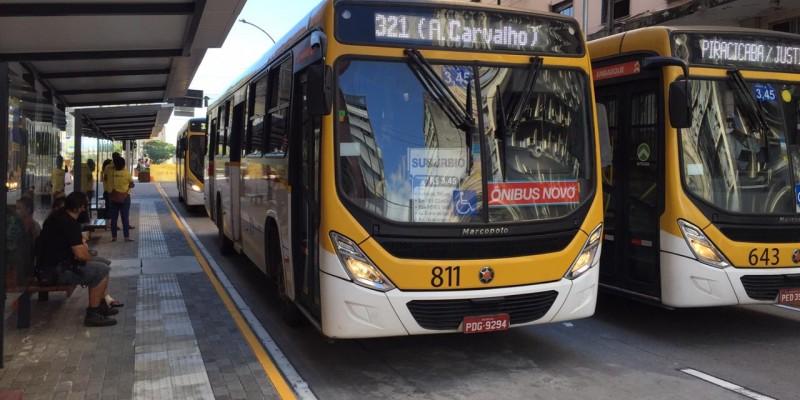 A linha centro do metrô passa por 19 estações e tem dois ramais, um que vai até Camaragibe e outro que leva até Jaboatão dos Guararapes, ambos saindo do Recife