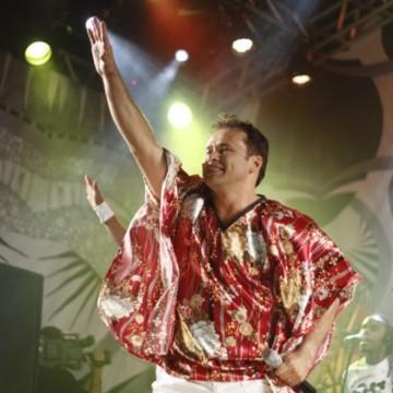 Cantor Almir Rouche  passa mal e é internado no Recife