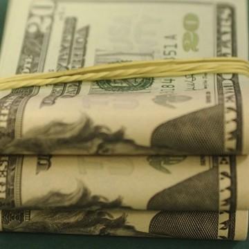 Dólar recua para R$ 5,32 após divulgação de ata do Copom