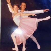 Bailarina pernambucana viaja aos EUA e fazer curso de dança clássica e vacinar os filhos.