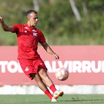 Matheus Carvalho deve voltar a titularidade no jogo decisivo da Série C