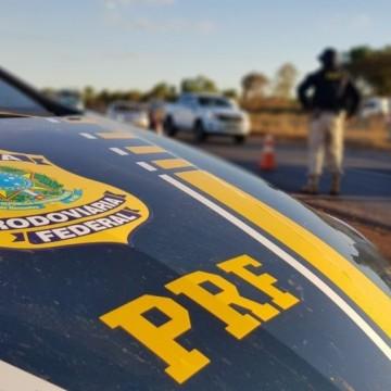 Três pessoas são detidas com caminhonete roubada e transportando porção de maconha