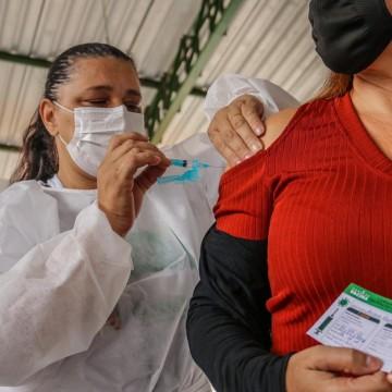 Caruaru amplia vacinação para pessoas acima de 52 anos