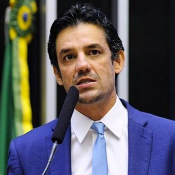 Daniel Coelho defende duas candidaturas de oposição ao governo de Pernambuco, sendo Raquel Lyra uma delas