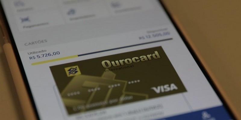 A isenção recai sobre a nova tarifa de 0,25% de quem tem limite do cheque especial maior que R$ 500 por mês